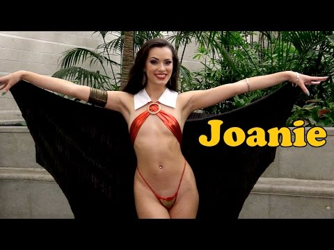 Joanie Brosas (Vampirella) Interview: Los Angeles Comic Con 2016 #ThatCosplayShow