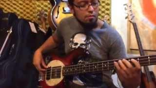 João Joe pirata gravando baixo para música Spartans da banda Riding Storm no Estúdio Surian.