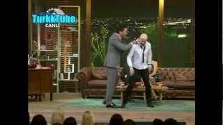 Beyaz Show - Atalay Demirci Yanlış yere Oturunca Beyazıt Lafı Çaktı Çık Lan Burdan :) 29.03.2013