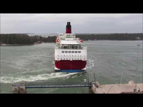 Silja Tallink Galaxy Viking Amorella 180turn in bad weather 29 11 2018 Åland