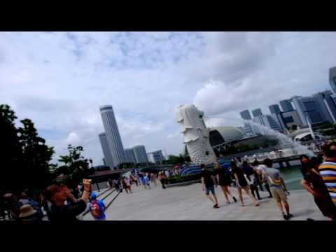 a Free Tour to Singapore