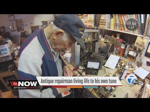 98-year-old antique radio repairman lives life to his own tune