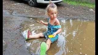 Funny BABY Playing in the mud - Cute BABY Lile