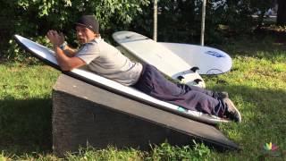 Урок серфинга. Как лежать на доске и грести.