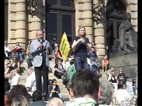 Projev Karla Holomka (Společenství Romů na Moravě) na demonstraci ProAlt 7. 5