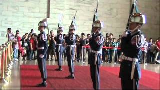 Guards Shift Change Ceremony at Chiang Kai-Shek Memorial Hall 国立中正纪念堂 交接