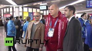 Repeat youtube video Russia: Home team athletes arrive in Sochi