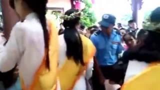 Bông hồng cài áo. Phật tử Huệ Đức - Đại lễ Vu Lan Chùa Quan Âm , Ninh Thuận . Năm 2016