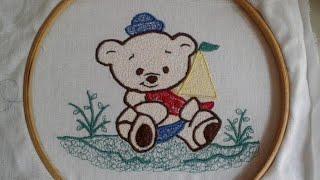 Bordando ursinho neco com máquina de costura doméstica