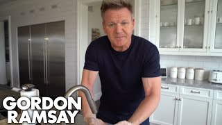 Gordon Ramsay Shows You The Proper Way to Wash Your hands in the Kitchen