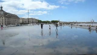 Бордо мокрая площадь