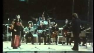 Mikis Theodorakis 1974   Ausschnitte aus dem Konzert im Karaiskakis Stadion Athen 1 3