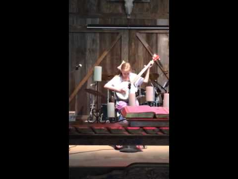 Maddy Lewis plays I'll fly away