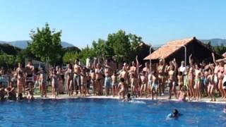 Baile en la Piscina del Camping Iratxe en Ayegui Navarra cerca de Estella Lizarra  3 parte