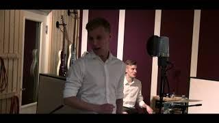 Gambar cover Komiat - Kirje sieltä jostakin (VK-Studio LIVE)