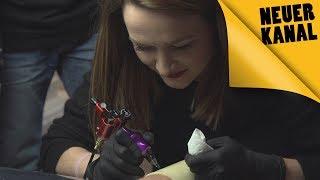 """Challenge """"Das schaffst du nie"""": Stich einem Fremden ein Tattoo!"""
