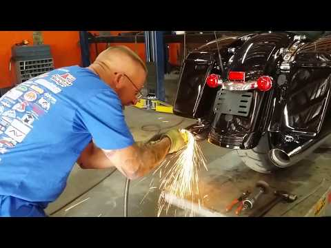 HOW TO REMOVE STOCK BAFFLES ON A HARLEY DAVIDSON - YouTube