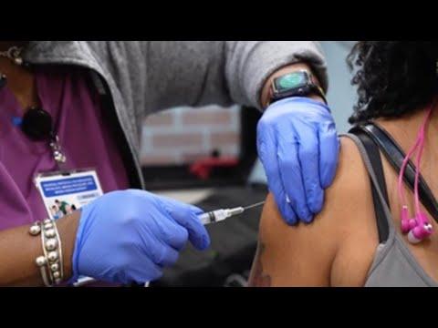 La mitad de los estadounidenses ya están vacunados