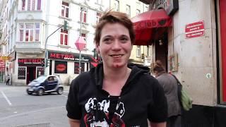 Rebecca, 30, ist abhängig von Heroin + Crack und geht in Frankfurt auf den Strich