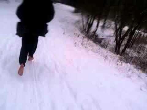 roja l uft barfu durch schnee youtube