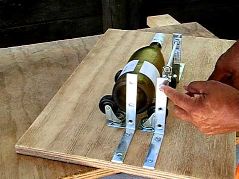 Glass bottle cutter video 1 youtube for Diy wine bottle cutter