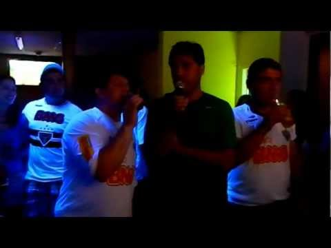 Paulo e Ezio no karaoke em Newark