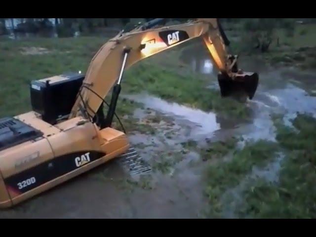 Những pha bắt cá bằng xe cần cẩu bá đạo nhất thế giới   Catch fish with an Excavator