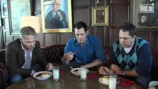 Knoxville isst schärfste Currywurst der Welt.mp4