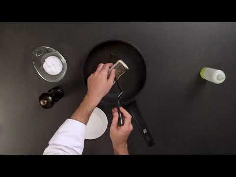 Merluza y berberechos en salsa de espárragos blancos y aceite de jamón