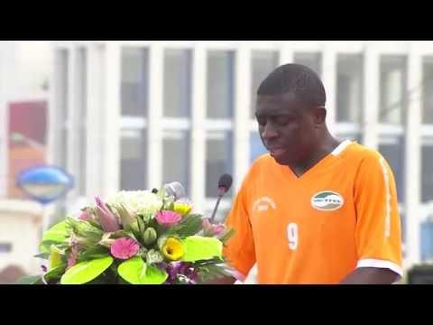 """Cầu thủ Mozambique nói tiếng Việt """"như gió"""""""