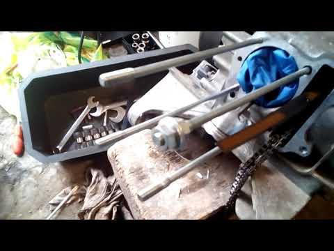 Шпильки цилиндра скутера, как легко открутить и закрутить.
