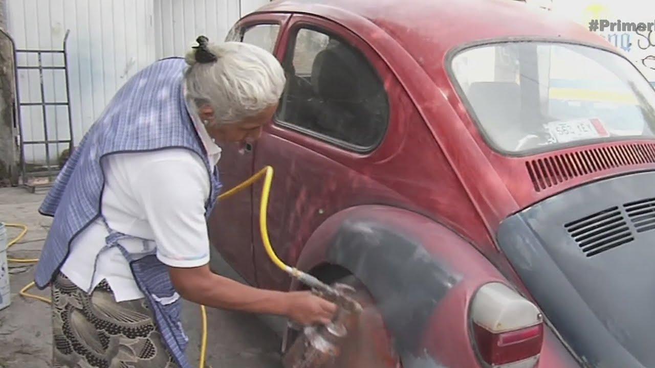 Abuelita mexicana con trabajo fuera de lo com n youtube for Fuera de lo comun