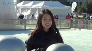 プロフィギュアスケーターの荒川静香さんが2013年1月19日、横浜赤レンガ...