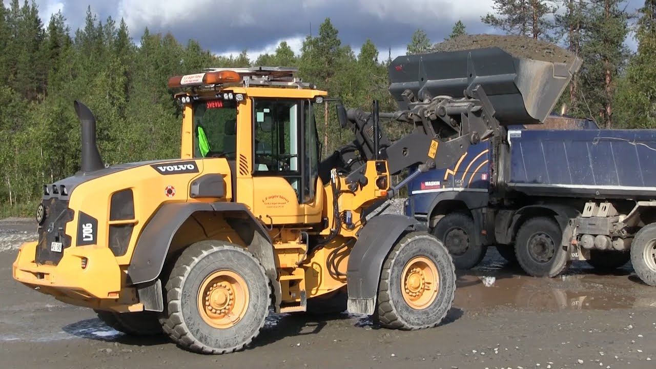 Volvo L70G | Loading Volvo FMX with gravel, in quarry