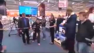 بالفيديو – شاب يفوز بأغرب هدية ويجمع 31 ألف دولار