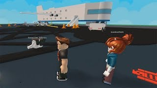 ROBLOX: MY MOTHER AND I ESCAPED FROM THE CRAZY PLANE AND WE CRASHED ON AN ISLAND! (Escape The Obby Crash Plane)