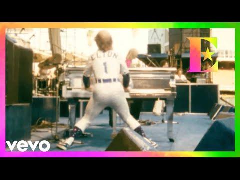 Elton John - The Bitch Is Back (Dodger Stadium, Los Angeles 1975)