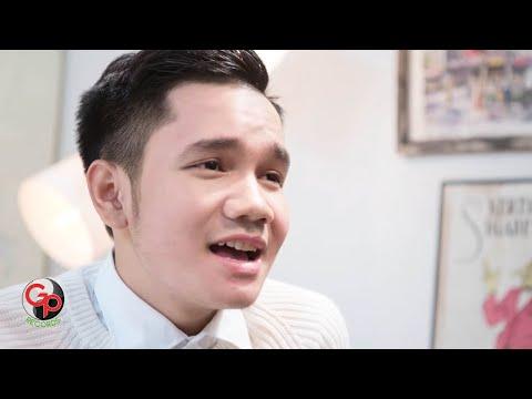Download musik CALVIN APRILIAN | Sahabat Menjadi Cinta [Official Music Video] di ZingLagu.Com