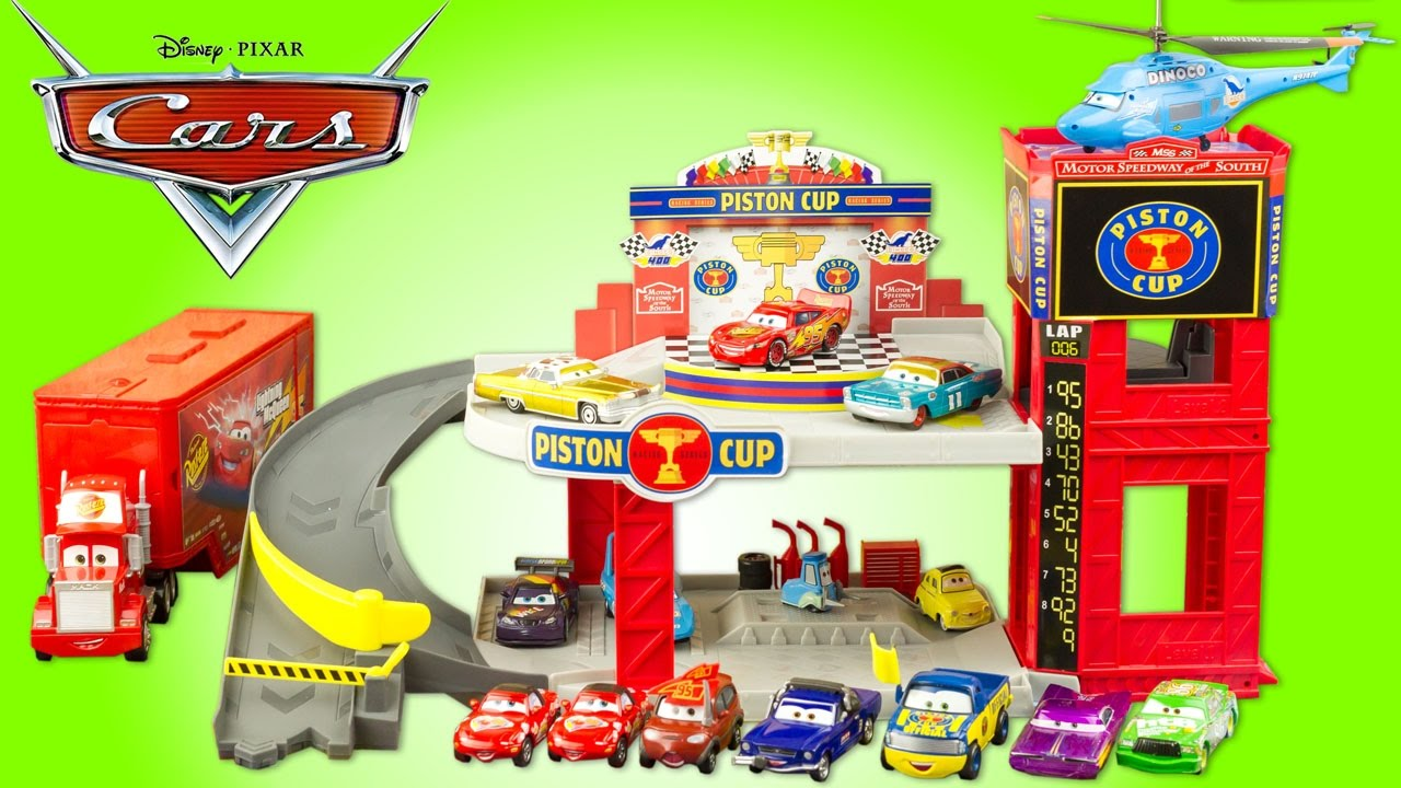 Disney Cars Garage Piston Cup Flash Mcqueen Podium Jouet