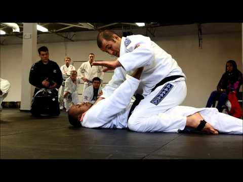 Ryron Gracie // Defending the cross-choke (under mount)