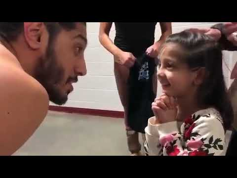 Mustafa Ali And his Daughter  Playing In Backstage With  Carmela And Charlotte After Show