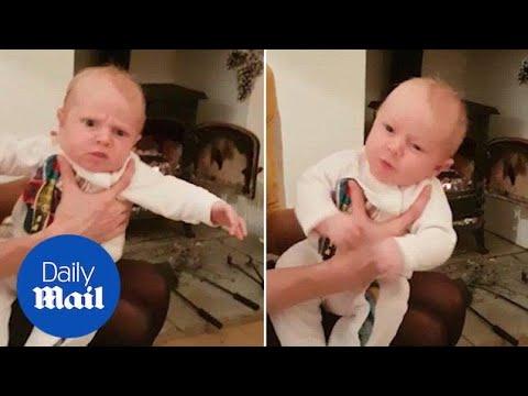 Бебе старо 4 недели реагира на кивање