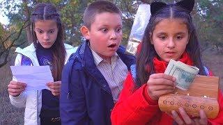 МИСТИЧЕСКОЕ ЗАКЛИНАНИЕ!! РОМА ВЫЗВАЛ ДУХА Один в Лесу kids children super girl
