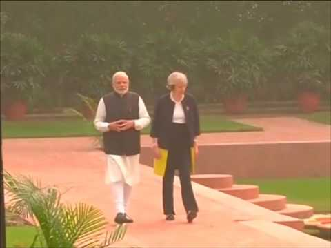 Indian and British Prime Ministers walk around Hyderabad House before heading for meeting