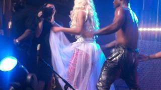 NICKI MINAJ POUND THE ALARM LIVE