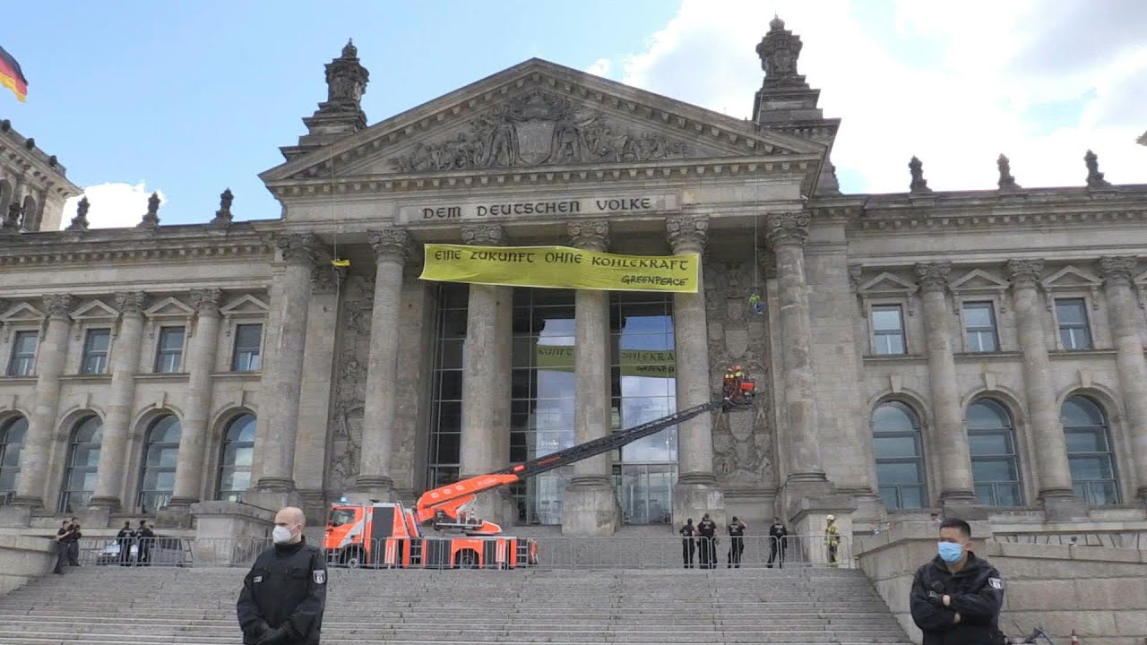 Angry climate activists hang giant banner on Reichstag | AFP