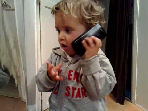 Risultati immagini per bimbo che risponde al telefono