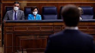 """Sánchez dice a Casado que se le """"está poniendo cara de Rivera"""" y le responde que a él de Zapatero"""