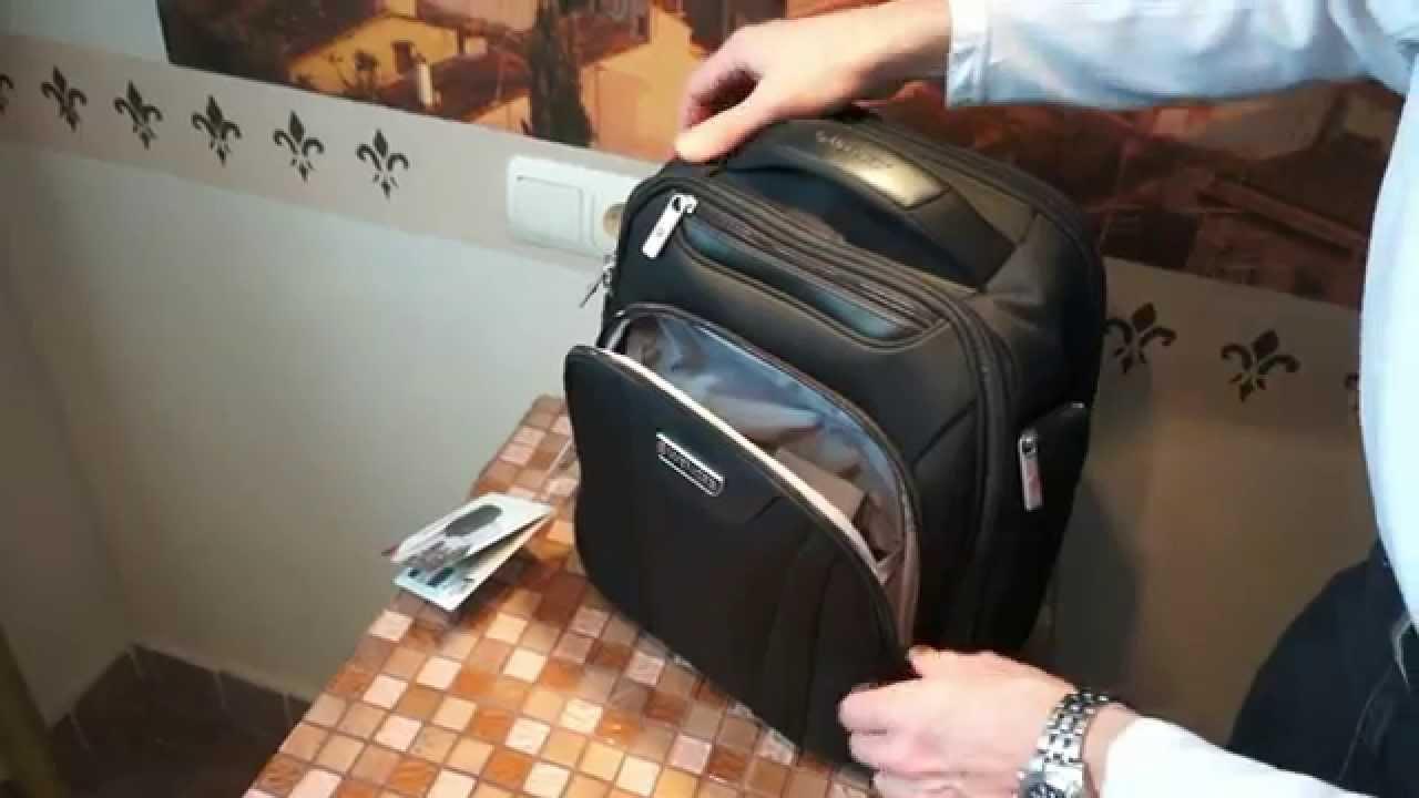 спина туристичного рюкзака