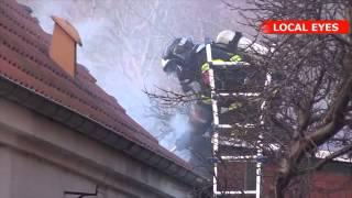 Brand i hus tæt på kirke - ilden sprang fra brændende skur til hus